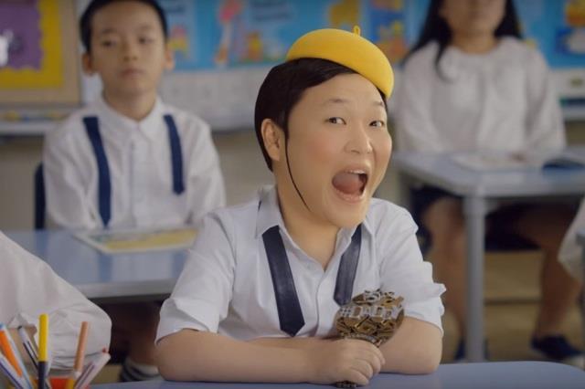 PSY bambino nel video ufficiale di Daddy