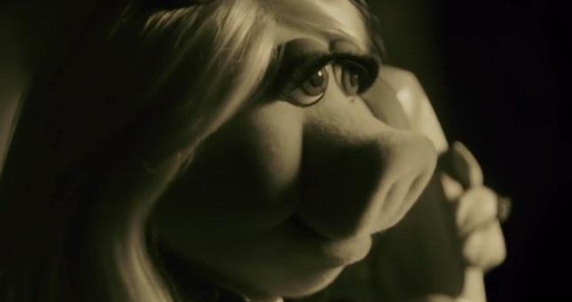 Miss Piggy nei panni di Adele