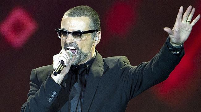 George Michael durante una performance live