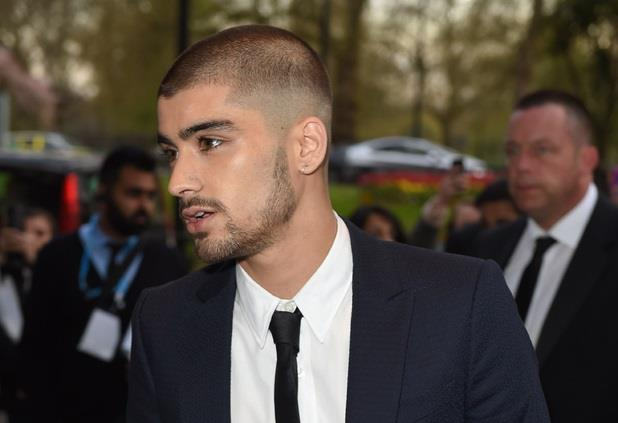 Zayn Malik con i capelli rasati agli Asian Awards 2015