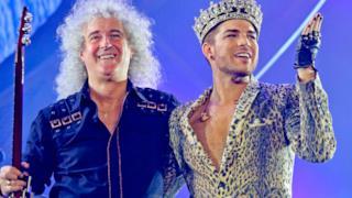 Brian May dei Queen + Adam Lambert durante il tour 2014