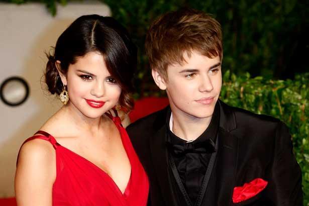 Justin Bieber in posa con Selena Gomez