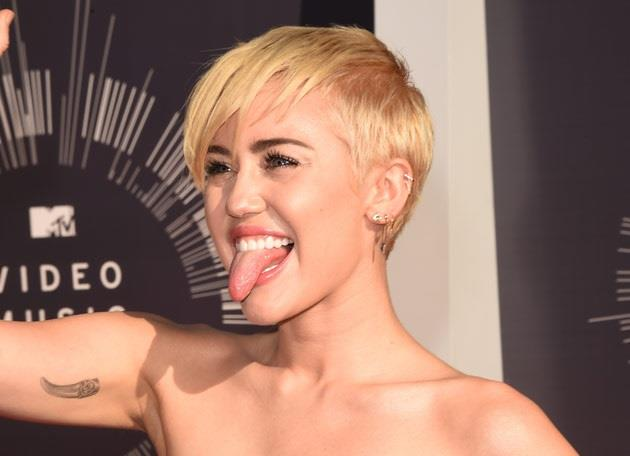 Miley Cyrus durante gli MTV Video Music Awards 2014