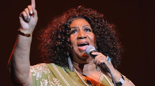 Primo piano di Aretha Franklin mentre canta