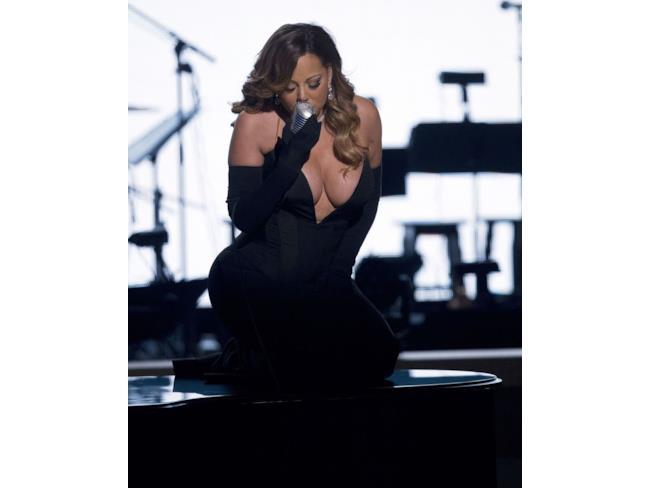 Mariah Carey mostra la sua scollatura esagerata