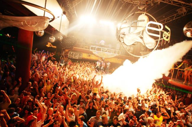 L'interno dell'Amnesia tra i migliori dance club di Ibiza