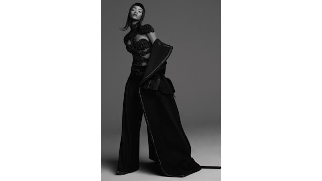 Rihanna con un abito nero