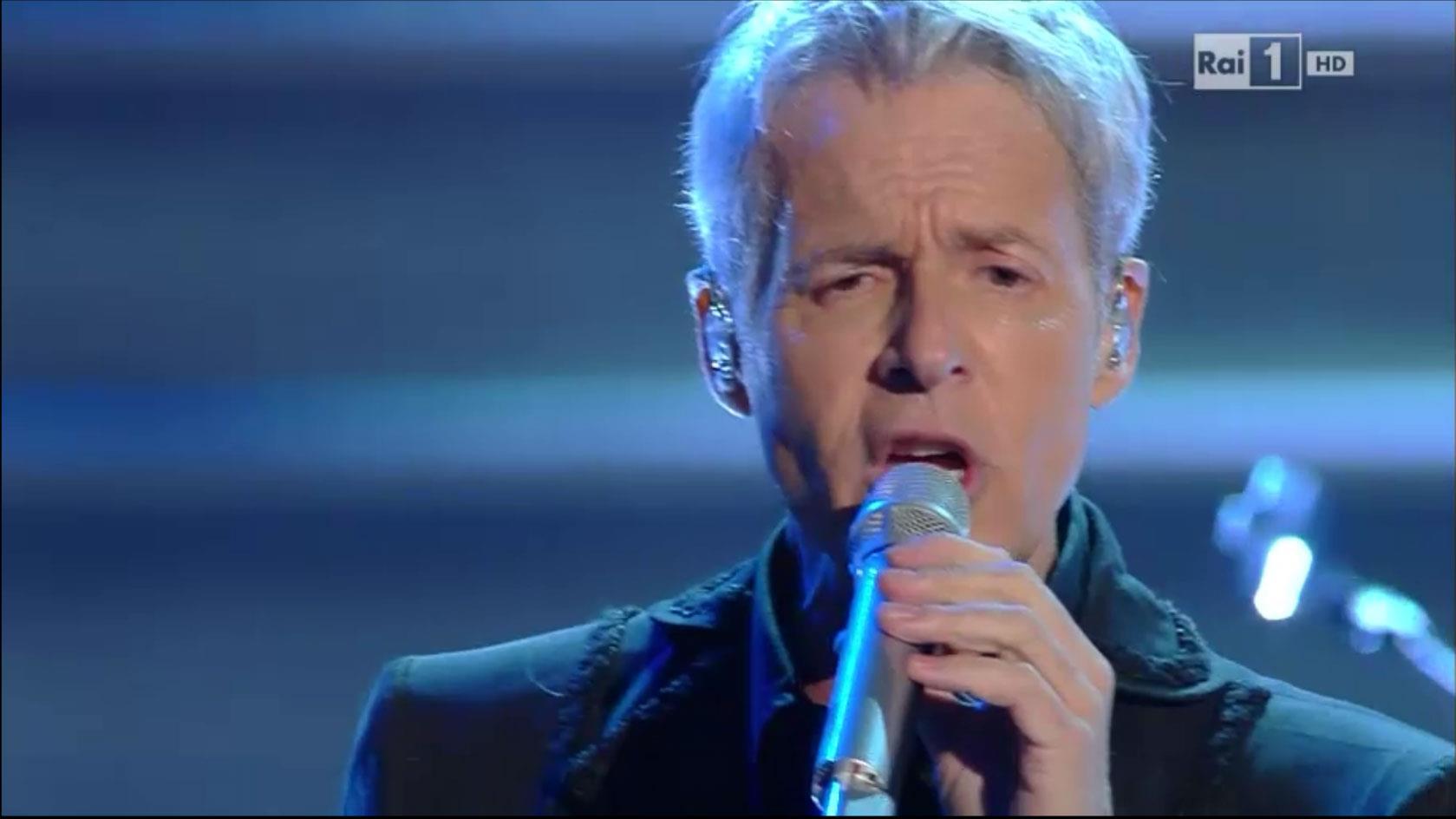 Claudio Baglioni sul palco dell'Ariston