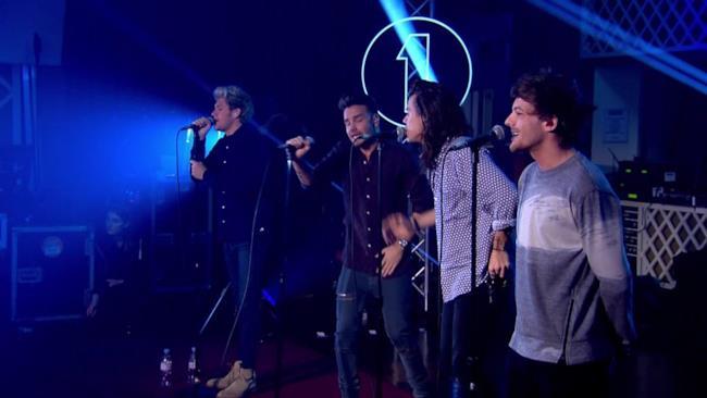 Gli One Direction sul palco del BBC Radio 1 Live Lounge 2015