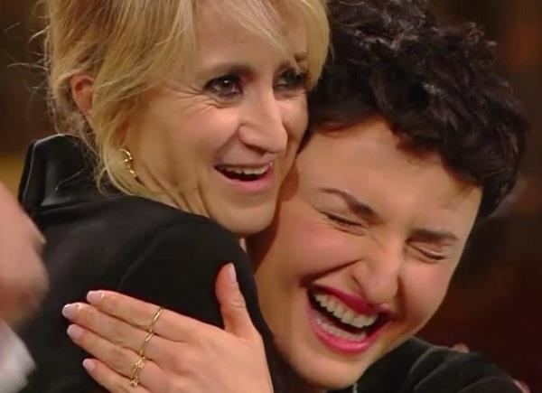Lucianina e Arisa si abbracciano a Sanremo 2014