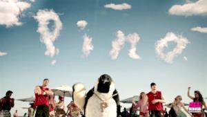 Pinguino Pino rap: la nuova canzone Summer Smart per la tariffa estiva Vodafone