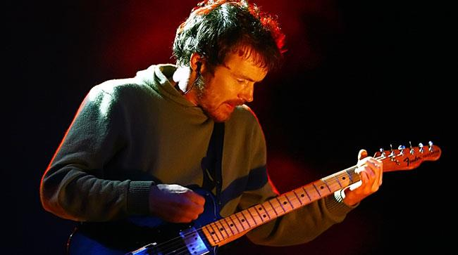 Damien Rice con la chitarra sul palco