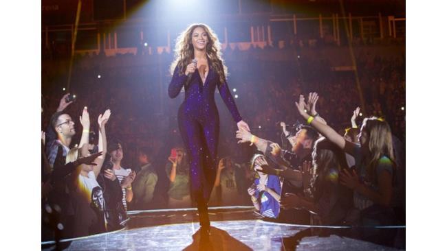 Beyoncé in mezzo alla folla