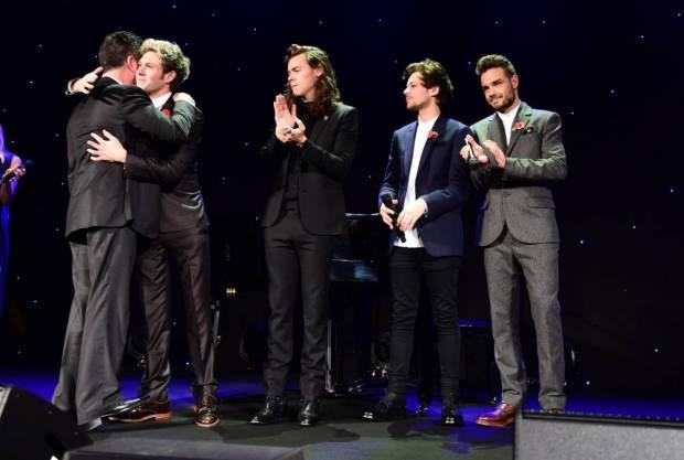 Gli One Direction ringraziano Simon Cowell per aver cambiato la loro vita