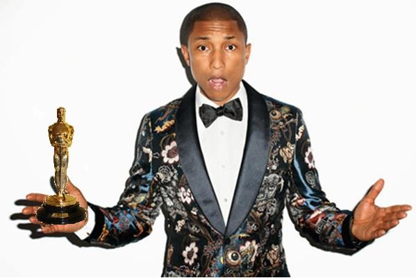 Pharrell Williams con la statuetta dell'Oscar