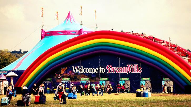 Il campeggio offerto dal Tomorrowland è la soluzione più economica per soggiornare