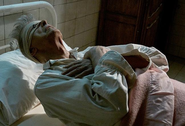 David Bowie nel video di Lazarus