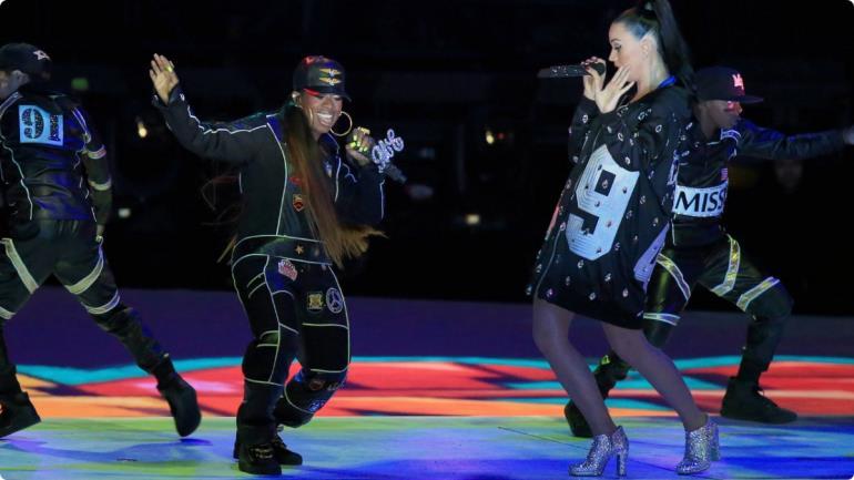 Missy Elliott e Katy Perry durante il Superbowl 2015