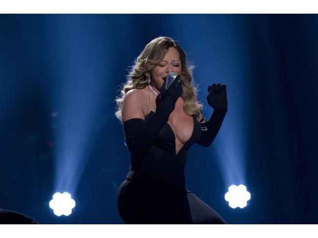 Mariah Carey live ai BET Honors