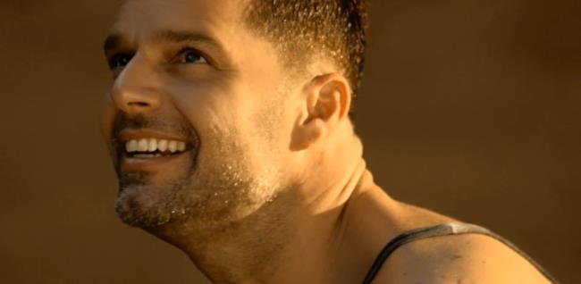 Ricky Martin nel video di Vida (canzone 2014)