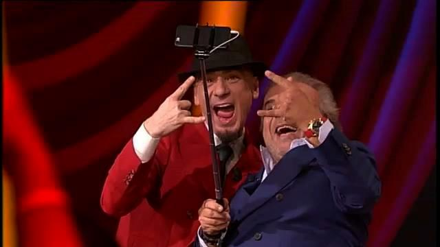 Jerry Calà si fa un selfie con J-Ax a Sorci Verdi