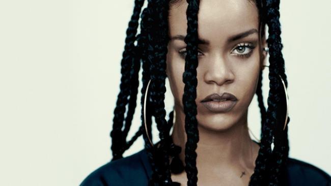 Rihanna con le treccine