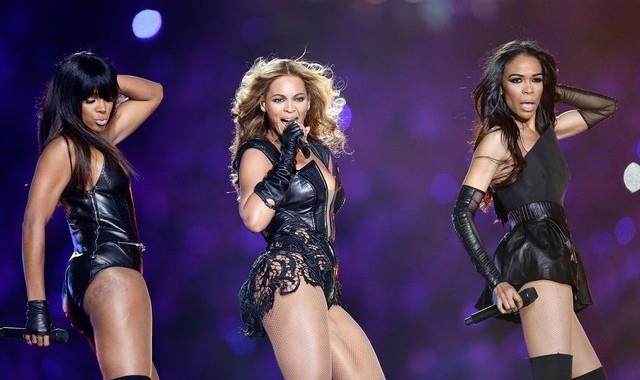 Beyoncé sul palco con le Destiny 's Child al Superbowl 2013