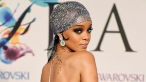 Rihanna si presenta praticamente nuda ai CFDA Awards 2014