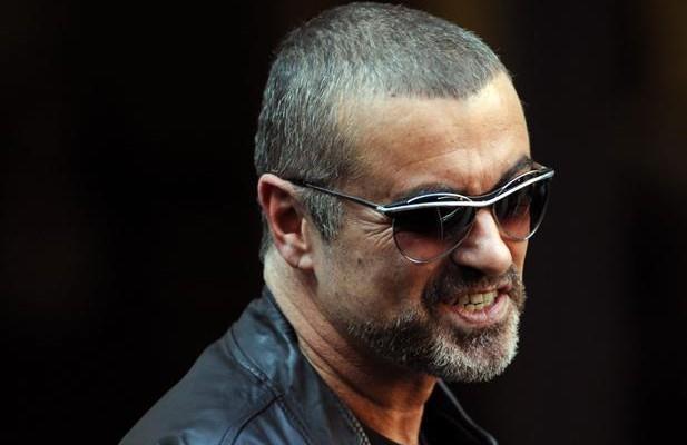 George Michael con gli occhiali
