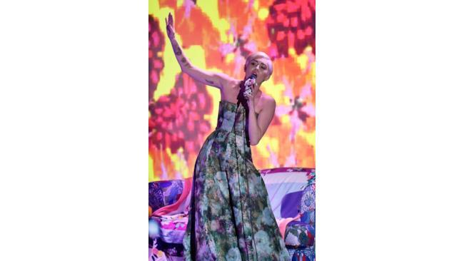 Miley Cyrus sul palco dei World Music Awards 2014