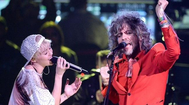 Miley e i Flaming Lips cantano insieme sul palco
