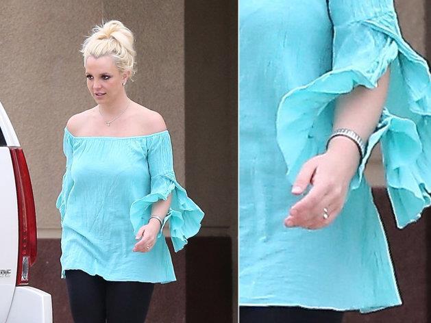 Britney Spears sfoggia un nuovo gioiello al dito