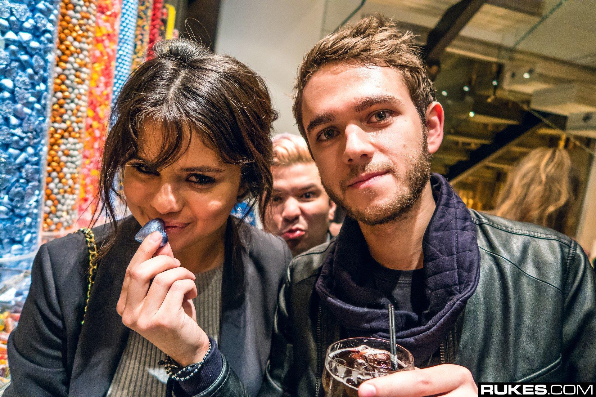 Zedd e Selena Gomez sono stati fotografati spesso insieme durante tutto il party
