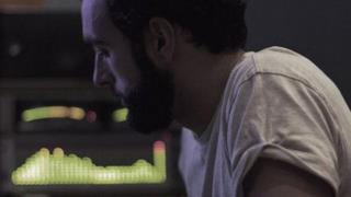 Marco Mengoni in studio di registrazione