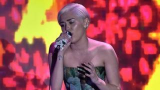 Miley Cyrus incanta con la sua eleganza ai World Music Awards 2014