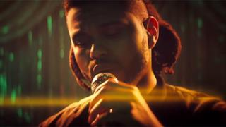 The Weeknd canta nel video ufficiale di Can't Feel My Face