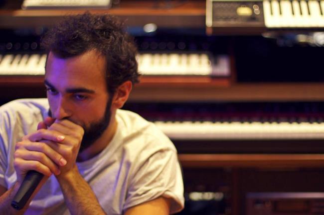 Marco Mengoni in studio di registrazione per il nuovo album
