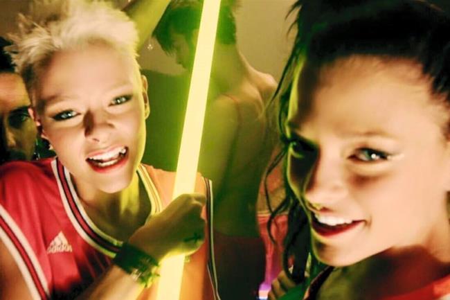 Le Donatella nel video ufficiale di Baby Bastard Inside