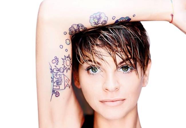 Alessandra Amoroso sulla copertina di Vivere a colori