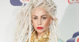 Lady Gaga con i rasta biondi