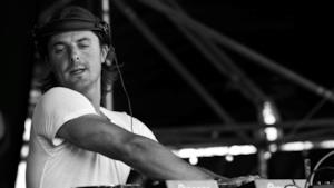 Il dj ex Swedish House Mafia Axwell durante una performance
