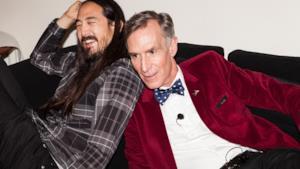Il conduttore Bill Nye insieme al dj Steve Aoki