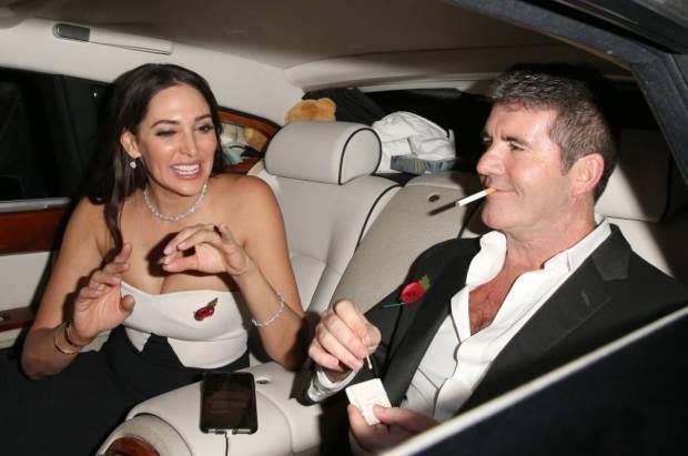 Simon Cowell in macchina con la compagna Lauren Silverman