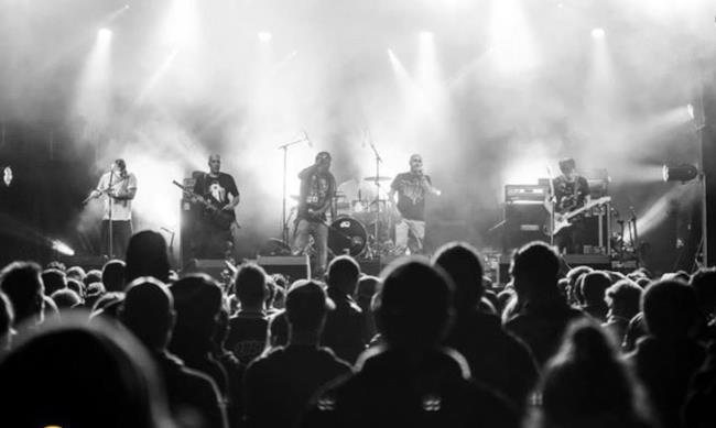 Gli Asian Dub Foundation in concerto