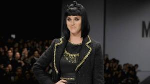 Katy Perry modella per Moschino alla sfilata di Milano