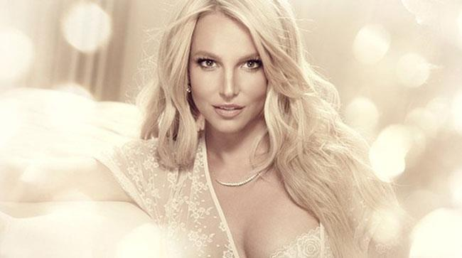 Britney Speras in lingerie in una foto pubblicitaria