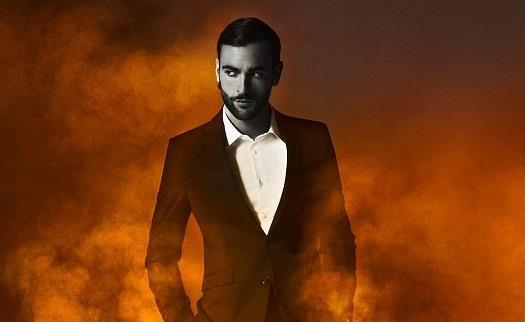 Marco Mengoni circondato dal fuoco sulla locandina del tour 2016