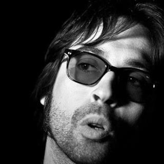 Francesco Sarcina in occhiali da sole
