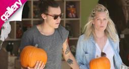 Harry Styles alla ricerca della zucca per Halloween con Erin Foster