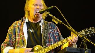 Neil Young: No a droga e alcol per un anno